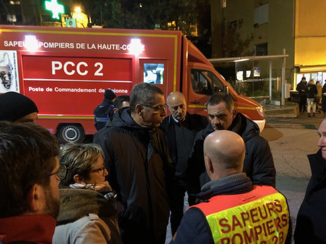 Gilles Simeoni et le maire de Bastia avec les secours