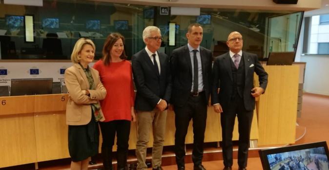 Le président du Conseil exécutif de Corse, également président de la Commission des Iles de la CRPM, Gilles Simeoni, entouré de la conseillère exécutive en charge des questions européennes, Nanette Maupertuis, Francina Armengol, présidente des îles Baléares et Francesco Pigliaru, président de la région autonome de Sardaigne.