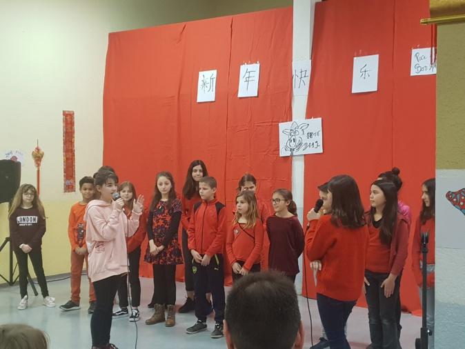Les élèves de 6e du collège Simon Vinciguerra se présentent en langue chinoise.