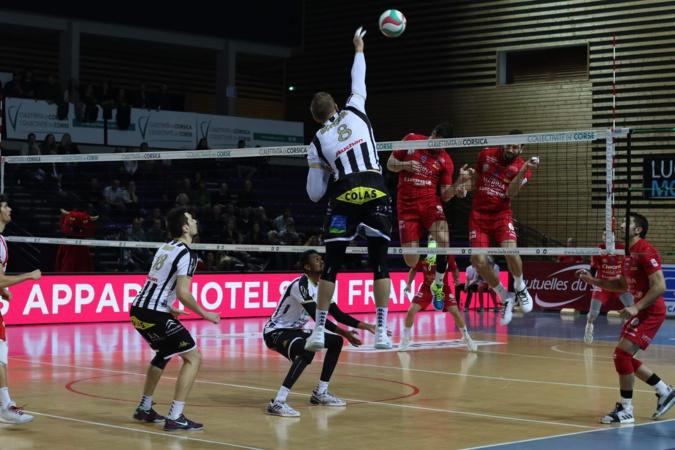 Le GFCA supersonique face à Poitiers (3-0)