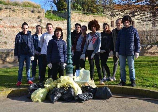 CleanWalk : Plus de 20 jeunes ajacciens ont enfilé les gants pour nettoyer leur ville