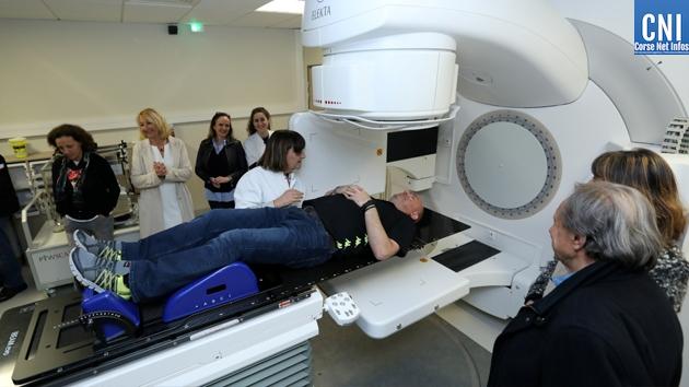 Dr. Céline Lantieri-Marcovici présente le nouveau matériel