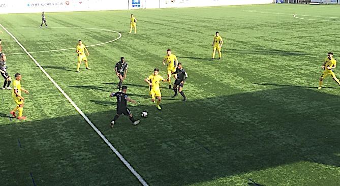 Malgré un bon match Vidal et ses coéquipiers ont buté sur le leader breton