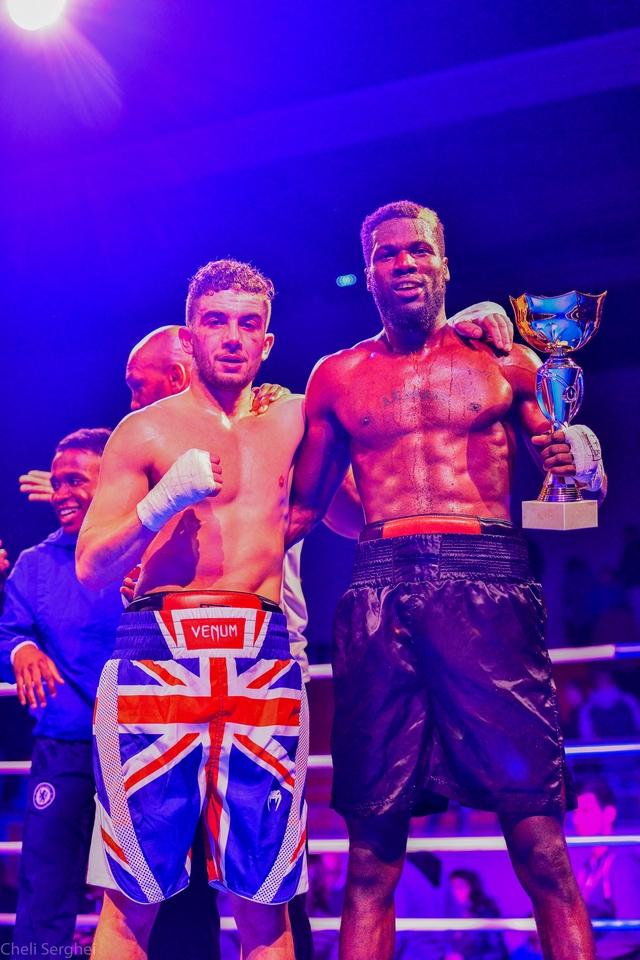 Le vainqueur N'Diaye et son adversaire Mohamed Bari
