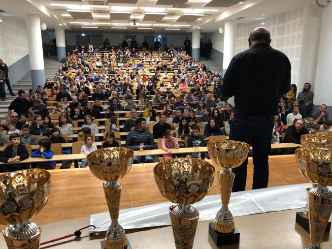 … En compagnie de Leo Battesti président de la ligue corse d'échecs dans un amphithéâtre comble (https://www.corse-echecs.com/)
