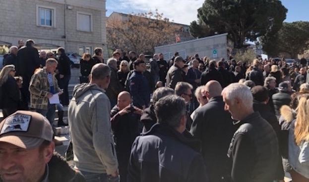 """Porto-Vecchio, une """"ville morte"""" mais mobilisée  pour son avenir touristique"""