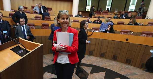 La préfète de la région Corse, Josiane Chevalier, dans l'hémicycle de l'Assemblée de Corse.