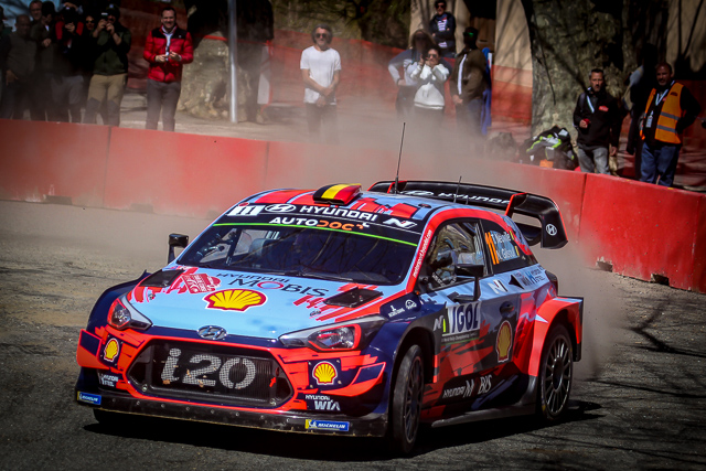 Thierry Neuville leader