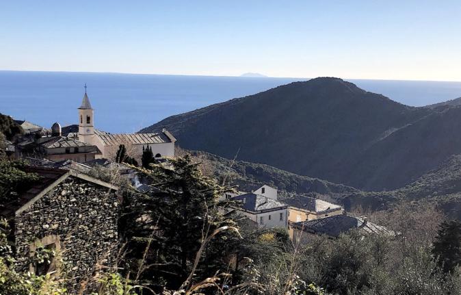 La photo du jour : Figarella, balcon sur la Tyrrhénienne
