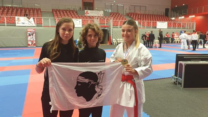 Belles prestations à Lille des licenicés du Karate Club Goju-Ryu Borgo : Tifene Lefebvre, Ange-Marie Bernardini et Cassandra Sampieri