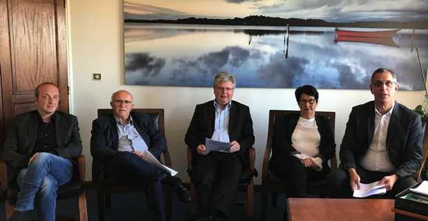 Le président de l'Association régionale des missions locales et maire de Bastia, Pierre Savelli, avec à sa gauche, les trois autres présidents des missions locales de Corse : le maire d'Aiacciu, Laurent Marcangeli, le maire de Ghisunaccia, Francis Guidici, et le maire de Portivecchju Georges Mela.