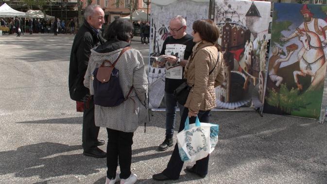 De sympathiques lectures sur la place du marché à Bastia