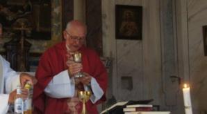 Père Piotr Swider : « Dans Notre-Dame incendiée, la croix de l'autel se dresse pour nous dire le vrai sens d'une église »