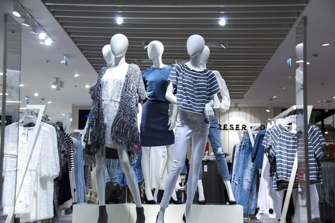 La fast fashion menace l'environnement : l'envers de l'industrie de la mode en infographie