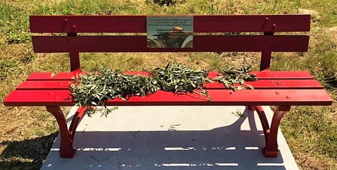 Un banc de couleur roouge comme symbole de la violence faite aux femmes/Photo Ville d'Ajaccio
