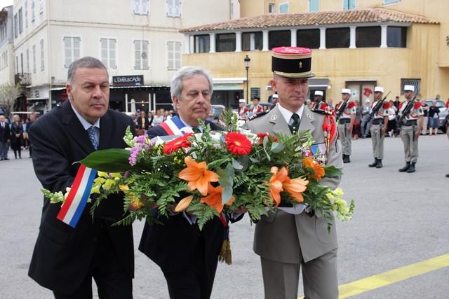 Cérémonie au Monument aux Morts et remise de décorations à Calvi pour l'anniversaire du 8 mai 1945