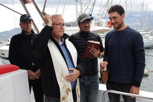 L'abbé Ange-Michel Valery baptise le Santa Regina