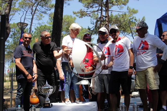 """L'équipage """"Biche des mers"""" reçoit le trophée de la Ville de Calvi"""