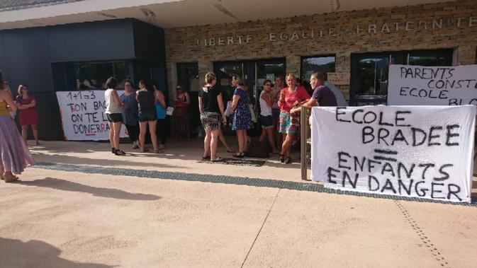 Sainte Lucie de Porto-Vecchio : les parents en colère bloquent l'école