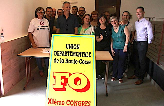 Jacky Tartuffo (à gauche), Christophe Bertin et les membres du CE lors de ce congrès