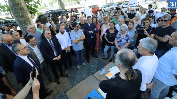 Elus et militants  lors de la conférence de presse  (Photos Michel Luccioni)