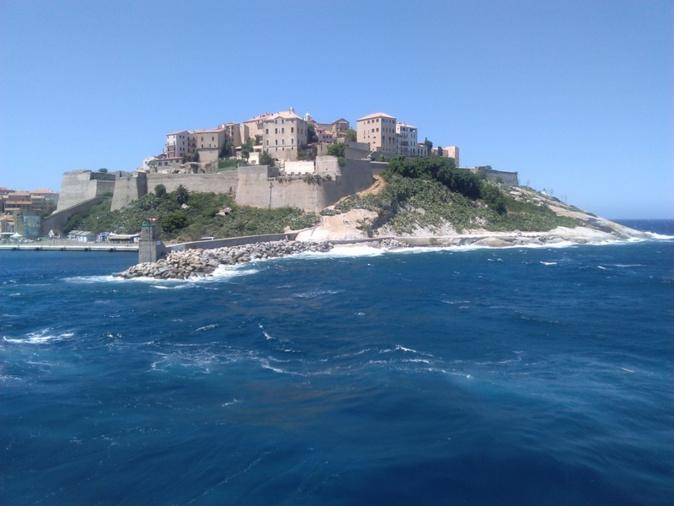 La photo du jour : Calvi et sa Citadelle vues de la mer