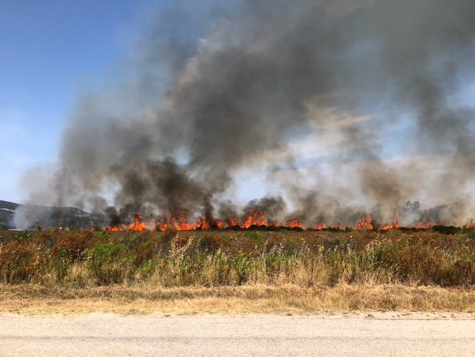 Des habitations menacées par les flammes route de Calenzana