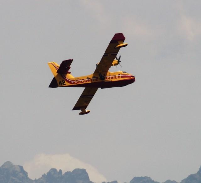U8n des Canadair en action