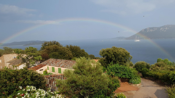 Arc-en-ciel sur golfe de Porto-vecchio.  (Photo Maryse Filippi)