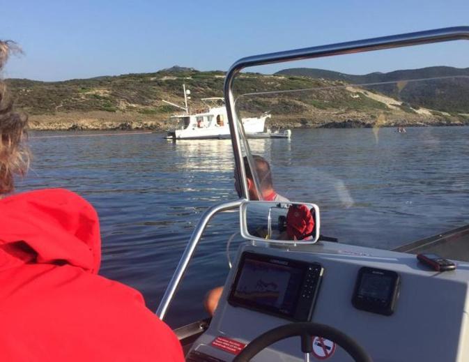 Voie d'eau à bord d'un bateau avec 5 personnes à bord au large de Santo Pietro di Tenda