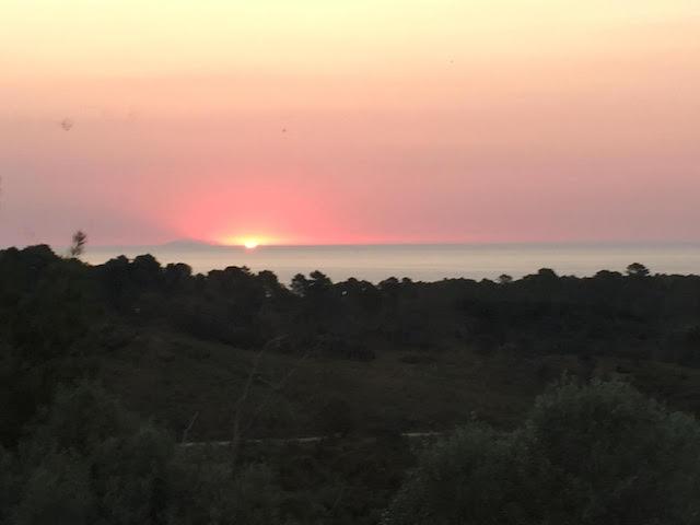 Lever de Soleil sur l'île de Montecristo depuis Solenzara. (Photo Alain Tomasi)