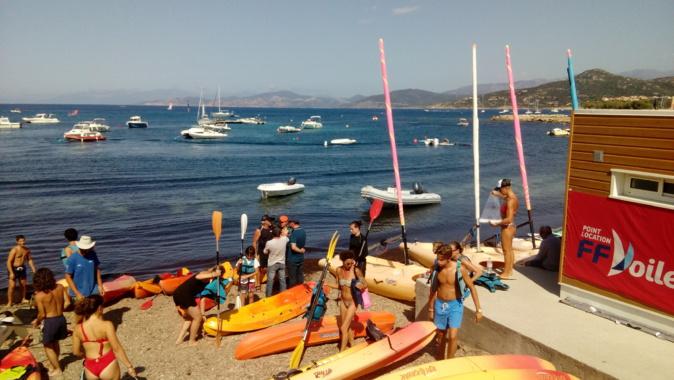 Spectaculaire opération de nettoyage de la mer en paddle et Kayak à L'Ile-Rousse et aux îles de la Pietra