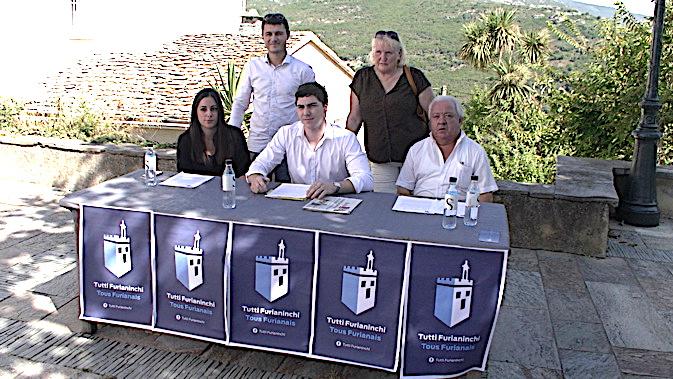 """""""Tutti Furiannichi"""" a présenté sa demarche samedi matin sur la place de l'église du village"""