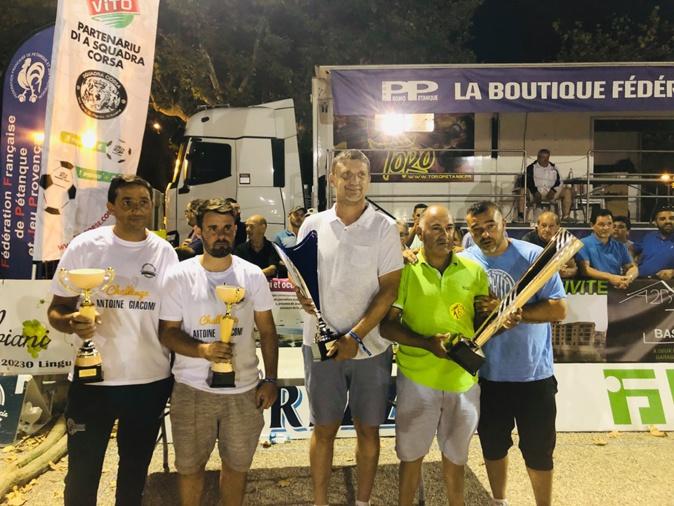 Vainqueur du concours promotionel : Chris Helfrick et Claudio William face à Pierrick Leonardi et Fernand Molinas