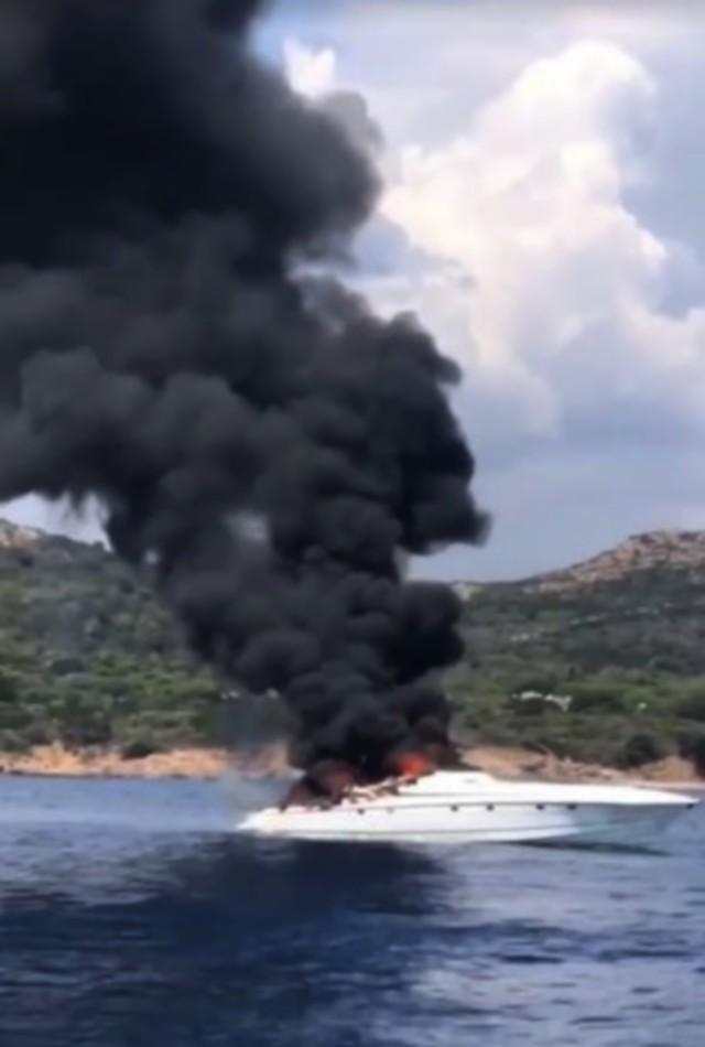 Après l'incendie du bateau de Maître Gims baignade interdite à Bonifacio
