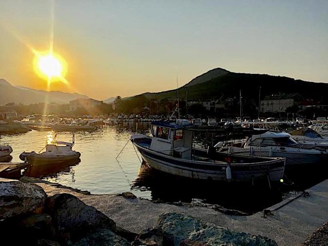 La photo du jour : le clin d'œil du Soleil à la marine de Santa Severa