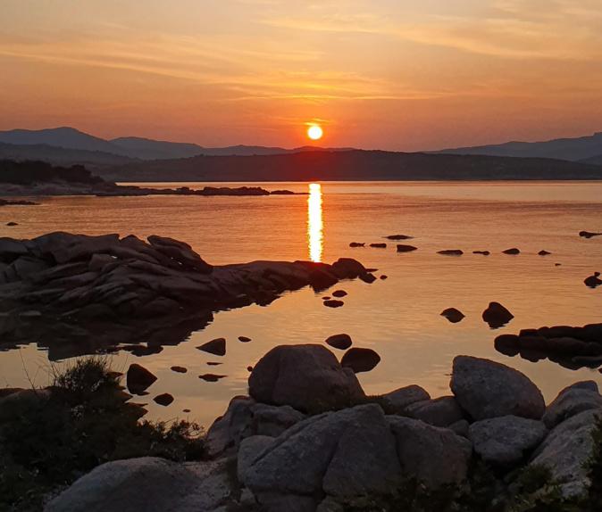 Baie de Figari lorsque ke Soleil se lève (Photo Véronique Renucci)