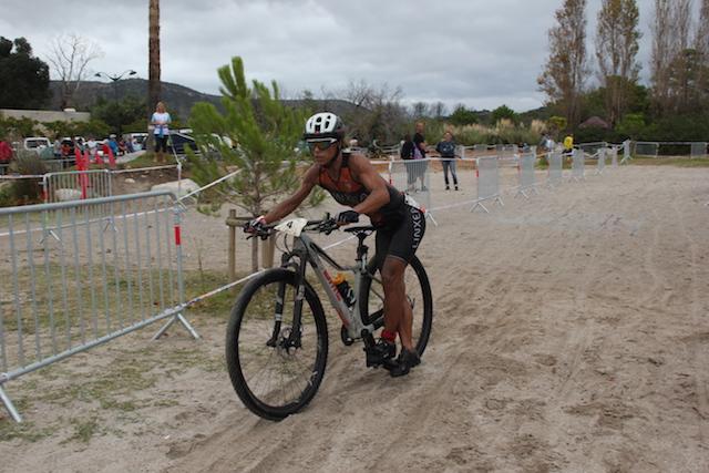 Karine Bodineau 1ere féminine du triathlon de St Cyprien