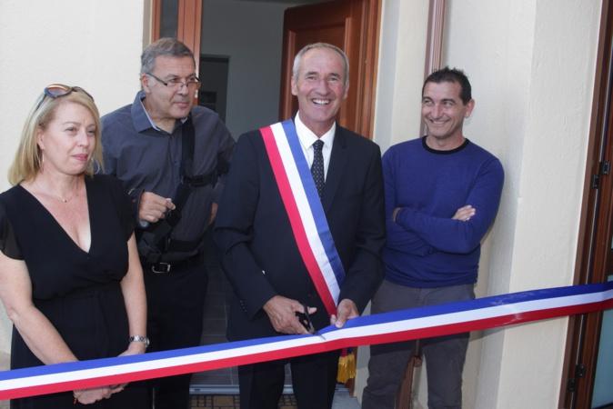 Ruban tricolore coupé par le Maire Rodolphe Santelli
