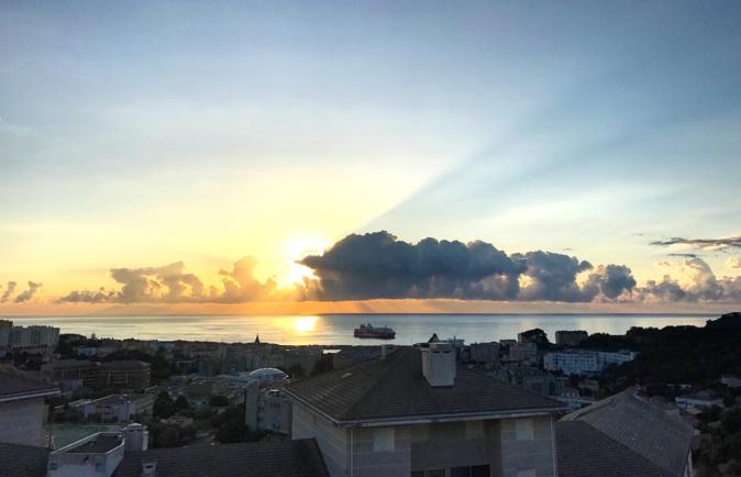 La photo du jour : Bastia au lever du jour