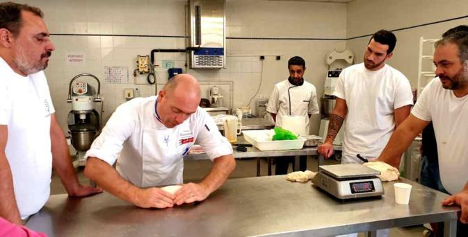 """Philippe Hermenier, """"Meilleur Ouvrier de France en Pâtisserie 2011"""", rend visite aux apprentis insulaires"""