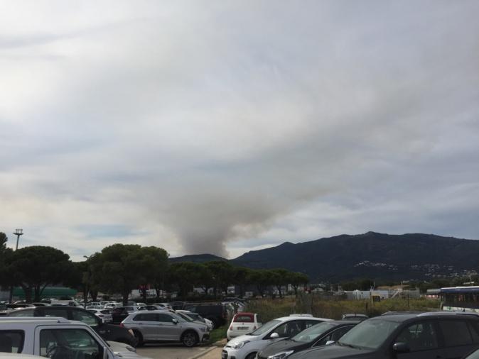Le feu de Volpajola vue de Poretta