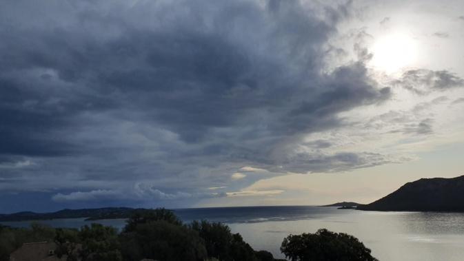 Pluie et vent à Porto-Vecchio (Photo Maryse Filippi)