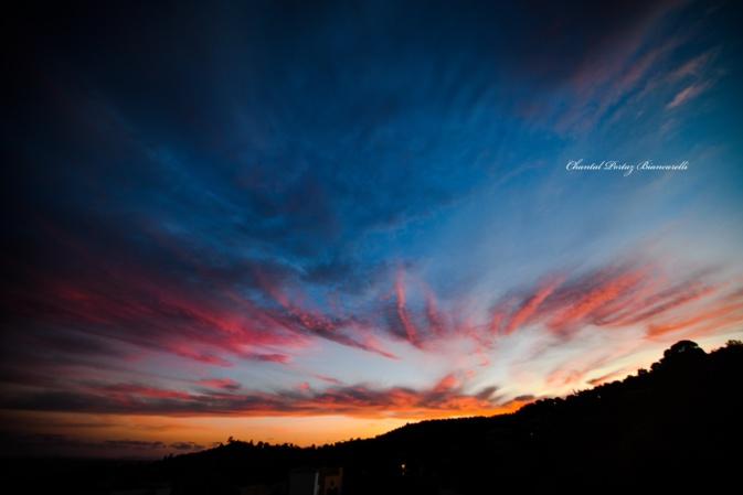 Le vent apporte, parfois, de magnifiques couleurs au ciel de Porto-Vecchio (Chantal Portaz-Biancarelli)