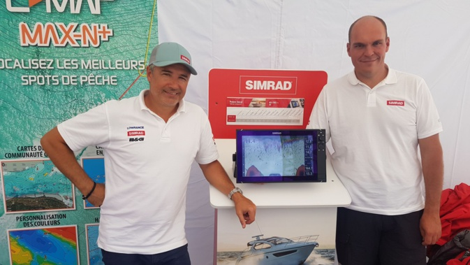 Bruno Alicarte (à gauche) au stand Lowrance et Simrad