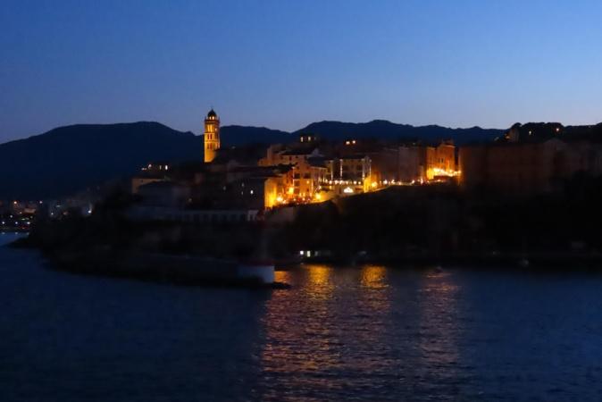 La photo du jour : Bastia à la tombée de la nuit