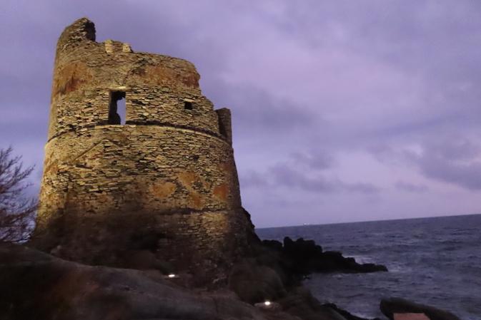 La tour d'Erbalonga. Photo de Marie-Thérèse Giacomi