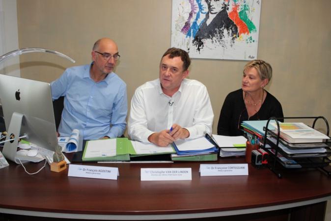 Le directeur par intérim de la CPAM (au centre) et les deux médecins généralistes au sein de la MSP