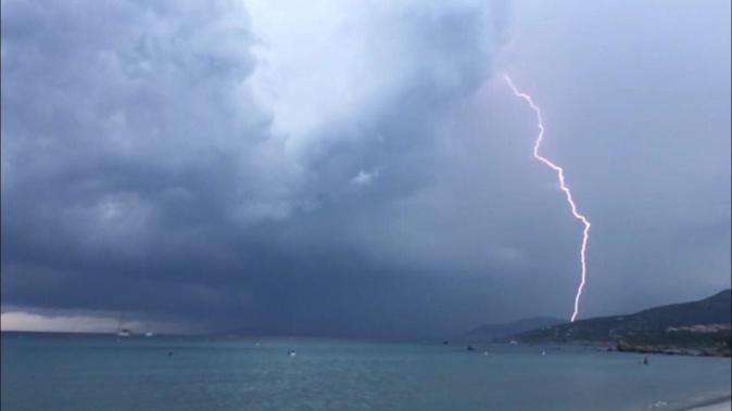 Une perturbation orageuse va interesser la Corse à partir de cette nuit (mercredi à jeudi)