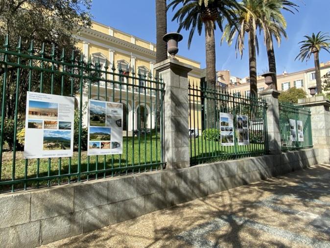 Les projets exposés sur les grilles de l'Hôtel de Région à  Ajaccio (Photos MAC)